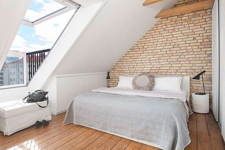 In #mansarda una finestra diventa balconcino #velux