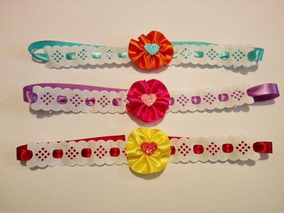 """Lindos laços de pescoço, feitos com fita de cetim, renda e apliques em eva. Também podem ser usados como """"arcos"""".  Diversas cores. Verifique a disponibilidade."""