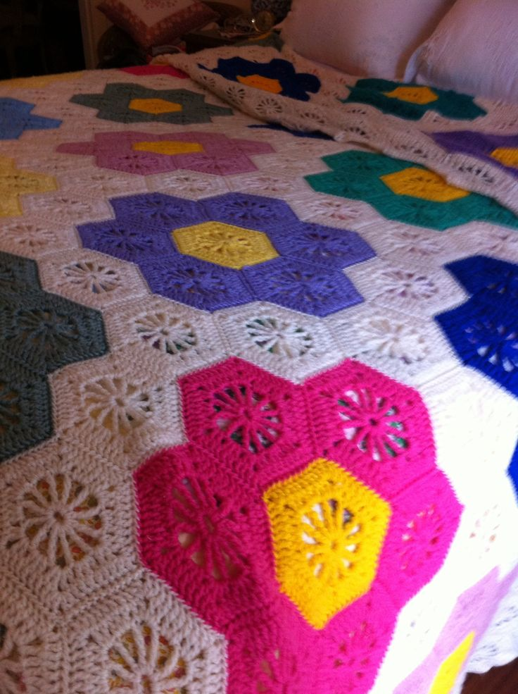 Free Crochet Pattern Flower Garden Afghan : 1000+ images about Crochet Afghans -- Grandmothers Flower ...