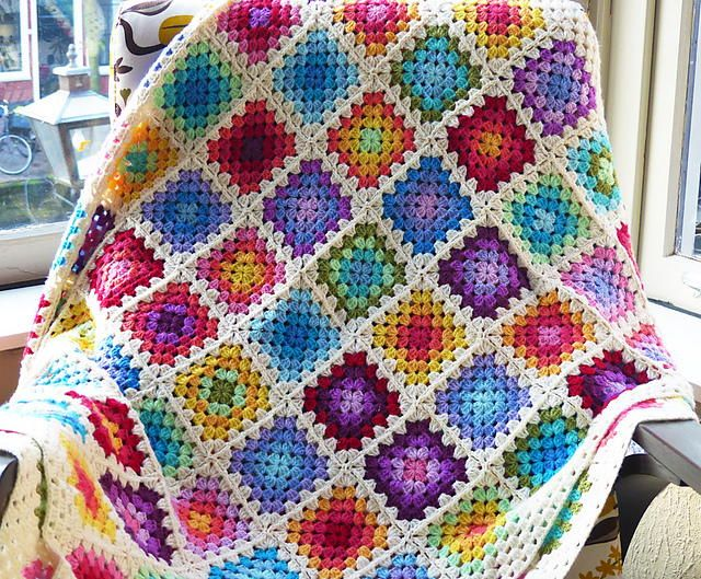 How many colors are used in this Rainbow Granny Square Blanket? 5? 10? How about... 20!