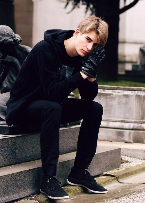 Julian Vecchio イギリスのモデル。                                                                                                                                                                                 もっと見る