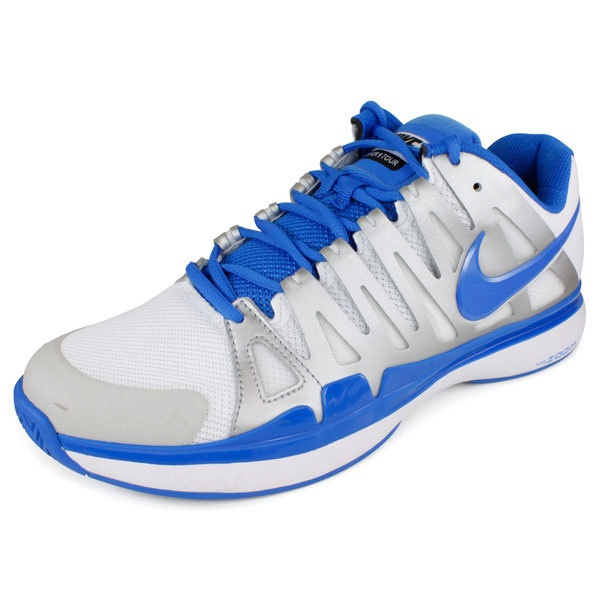The new Roger Federer Holiday color Zoom Vapor 9 Tour shoes.