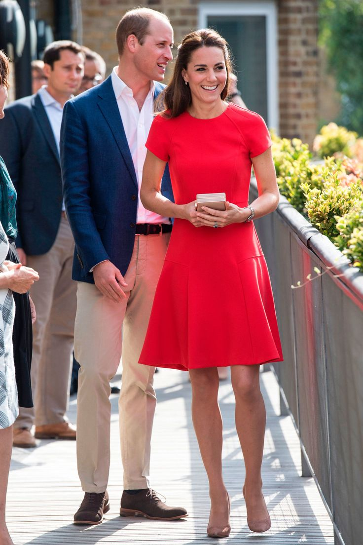 25 August 2016 - William and Kate visit YoungMinds Helpline in London - dress and clutch by LK Bennett, shoes by Gianvito Rossi