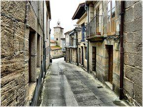 Una ruta para hacer en coche por pueblos medievales de Galicia, es por ejemplo, una buena idea para una escapada de fin de semana. En particular, nos basamos en ésta selección de 7 pueblos gallegos congelados en el tiempo(en el link pueden ver una selección de imágenes de cada pueblo) para diagramar ésta ruta que …