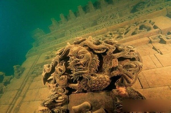 Faites de la plongée dans un spot superbe près de Shanghai A quelques heures de routes de Shanghai, dans la province de Zhejiang, en Chine donc, se trouve le lac Qiandao aussi connu sous le nom du Lac des Milles …