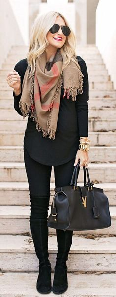 Nice 64 Stunning Women Work Outfits Ideas Trends for This Winter. More at http://aksahinjewelry.com/2017/10/10/64-stunning-women-work-outfits-ideas-trends-winter/