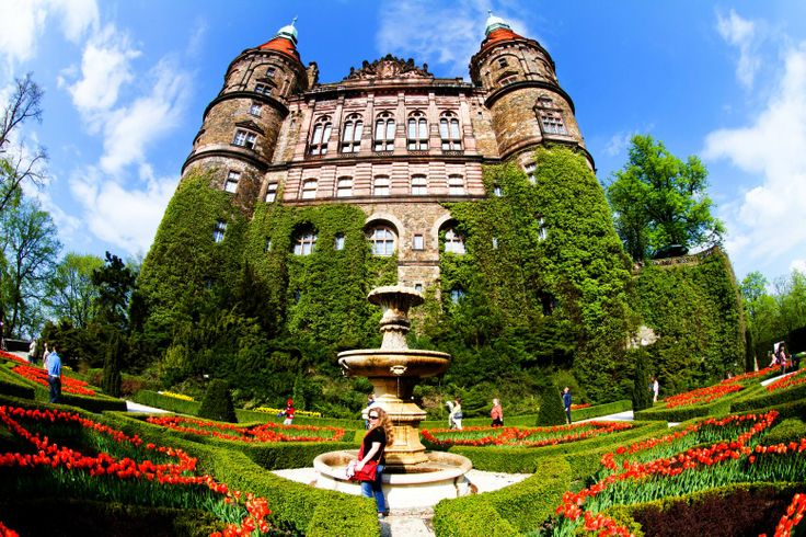 Książ Castle during the XXV Flowers and Art Festivas in May!