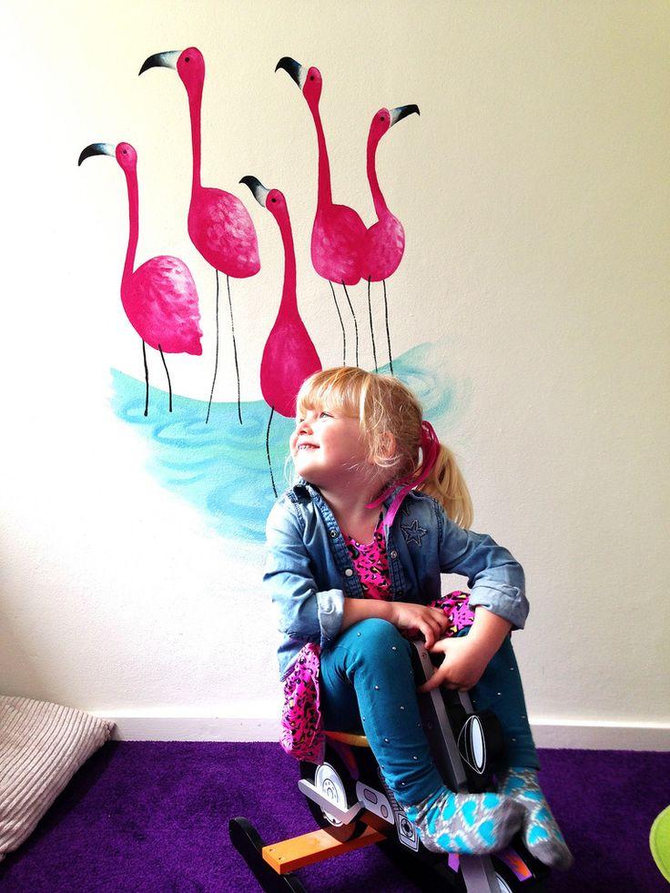 Op Mara's kamer staan mooie roze flamingo's op de muur! Stoer maar wel roze...