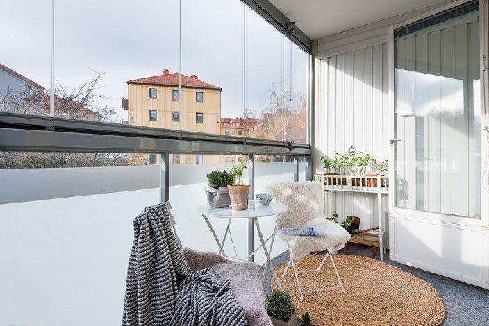 Lundin Fastighetsbyrå - 2:a Masthugget  -  Ljus gaveltvåa med stora fönsterpartier & inglasad balkong i sydvästläge!