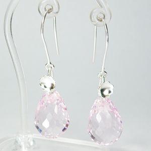 Zilveren edelsteen oorbellen met briolette geslepen roze Topaas