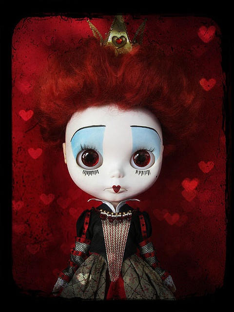 Blythe makes the perfect Red Queen because of her already enormous head!!!