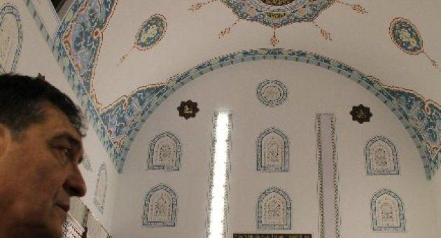 Sunrooflu Camiye Şimdi De Otomatik Seccade