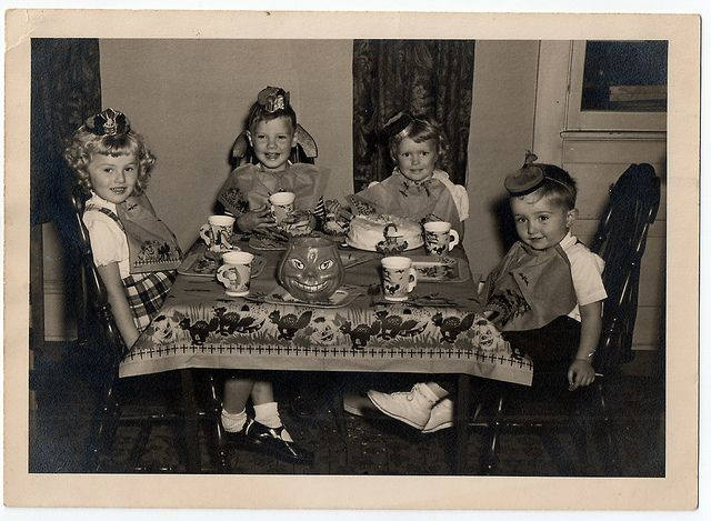 Halloween tea party, c. 1940s-50s.: Vintage Halloween, Children Halloween, Kids Halloween Parties, Halloween Photographers, Vintage Parties, Halloween Vintage, Vintage Photo, Parties Kids, Teas Parties