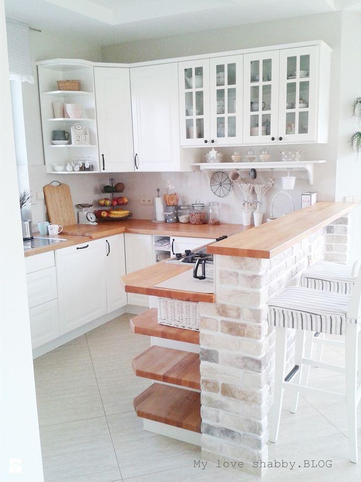 Biała kuchnia z drewnianymi blatami  zdjęcie od My love   -> Kuchnia Z Frontami Drewnianymi