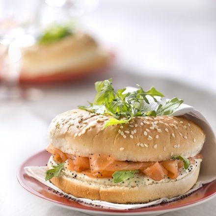 Recette de Bagels au saumon, crème à la moutarde de Dijon Amora®