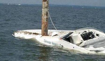 Unfall mit Sportboot. Es gibt ein Unterschied zwischen Anfahren und Anpeilen