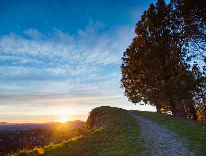 Sunset hike in Granada Hills in the San Fernando Valley Granada Hills Sunset | Discover Los Angeles