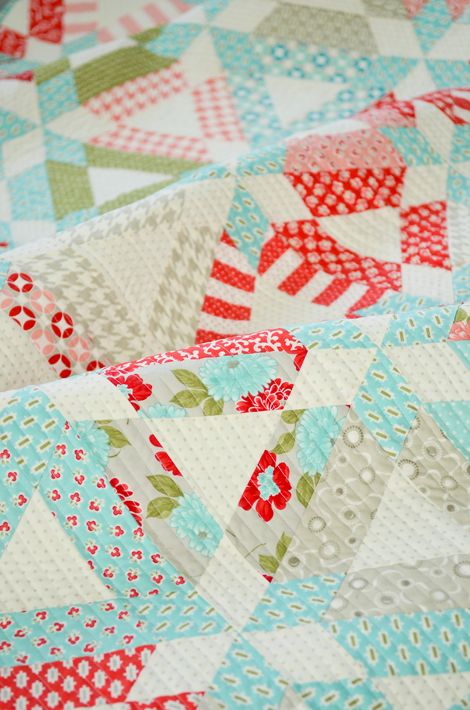 Hopscotch quiltQuilt Ideas, Quilt Patterns, Paper Pattern, Triangle Quilts, Triangles Quilt, Jelly Rolls, Vintage Modern, Big Girls Room, Thimble Blossoms