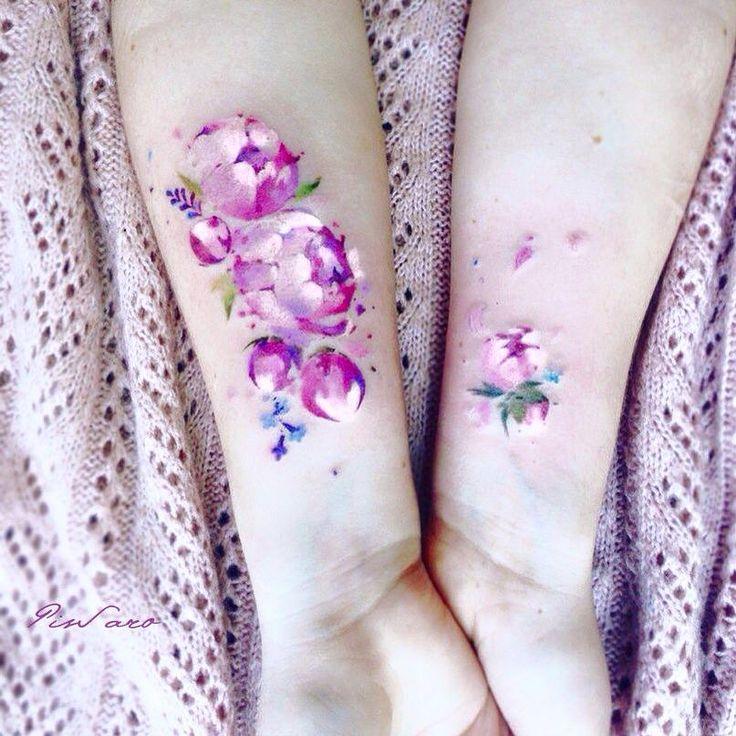 La artista Pis Saro crea hermosos tatuajes con una sensación etérea, inspirados en la naturaleza y cómo el cambio de estaciones la modifica. Su estilo es ...