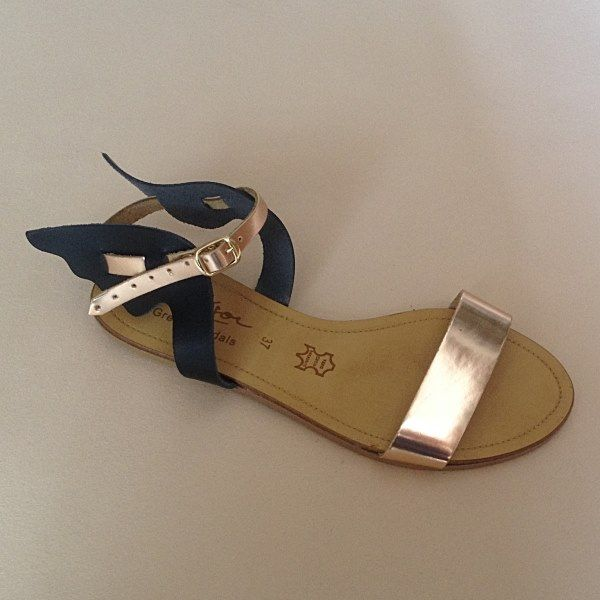 Greek Sandals (Δερμάτινα :: Πέδιλα, Σαγιονάρες, Παντόφλες) @ www.GreekShoes.Net > Κωδικός: 260.501 > Μεγέθη: Νο.35-Νο.41 (τιμή 30€) & Νο.42-Νο.45 (τιμή 40€) > Σόλα: Σφήνα ή Φλάτ | Λευκή ή Μπέζ > Χρώματα: Μαύρο-Χαλκός, Ταμπά-Χρυσό, Λευκό-Χρυσό