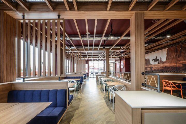 Sheriff restaurant by Yellow Office architecture, Targoviste – Romania