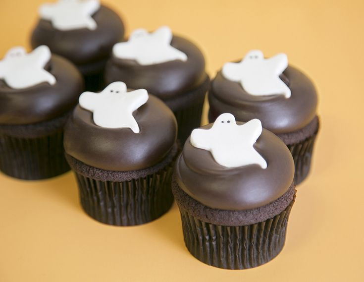 Friendly ghosts that look so yummy. the best halloween cupcakes on domino.com