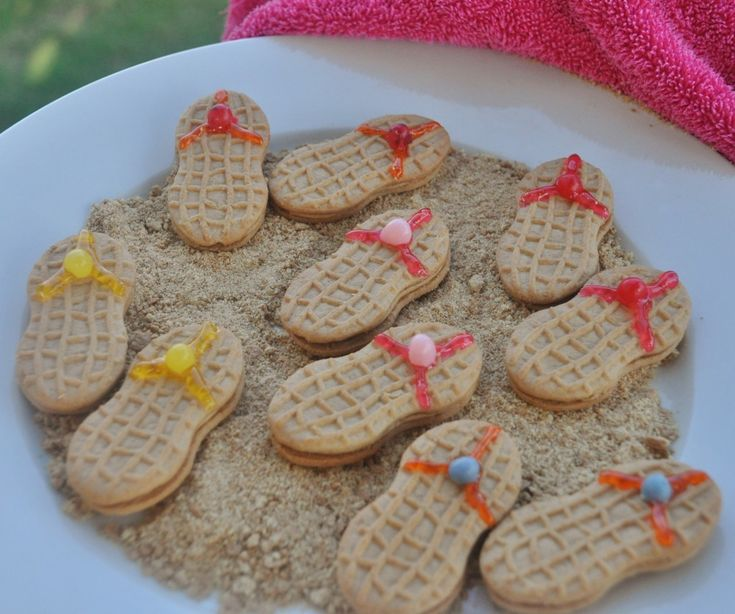 Flip Flop Cookie Platter....from my cousin hollys blog!!! Check it out do many cute ideas!!
