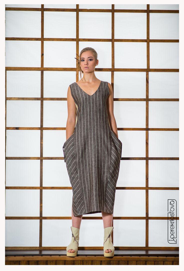 Платье в полоску с объемными карманами - J.Perekriostova