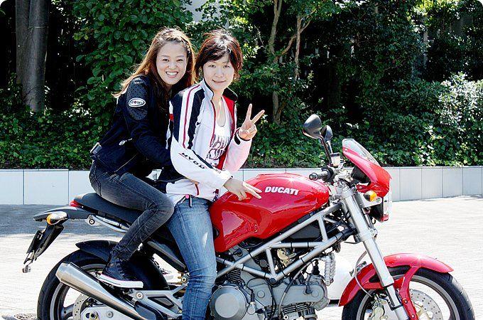 Maisa with ドゥカティ モンスター 1000S i.e. 女性ライダーストリートスナップ|モト・ライド-バイクブロス