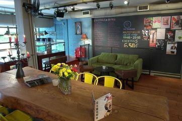 Το Circus Bar πρόκειται για το απόλυτο στέκι στο Κολωνάκι όπως και στο Κέντρο της Αθήνας. Μπορείτε να απολαύσετε τον καφέ/ρόφημα σας, το ποτό σας και...