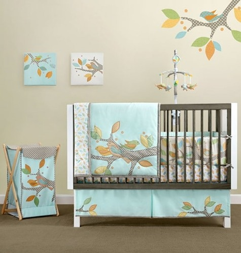 Детская комната, декорированная птицами