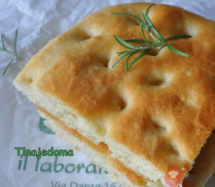 Focaccia - rustikálny chlieb. Chlieb je základ. Ľudia ho pripravovali ešte pred tým než vynašli trúbu. Piekli ho na ohništi, na veľkom kameni, ako placku..