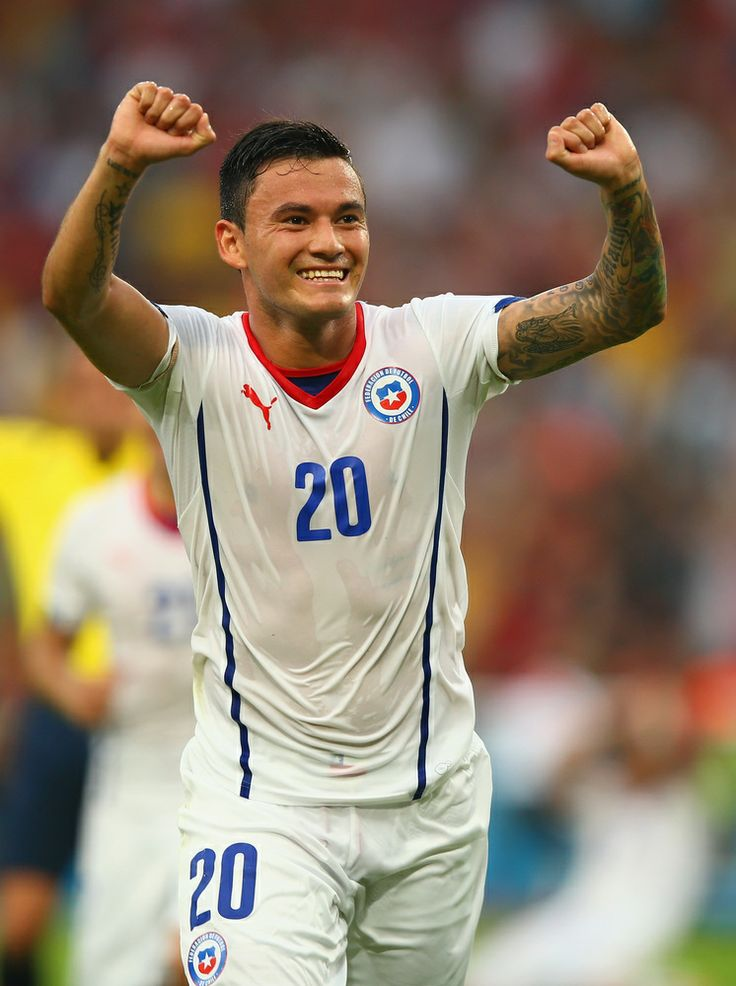 Spain Eliminated From World Cup With Devastating Loss To Chile - RIO DE JANEIRO, BRAZIL - JUNE 18: Charles Aranguiz of Chile celebrates scoring his team's second goal during the 2014 FIFA World Cup Brazil Group B match between Spain and Chile at Maracana on June 18, 2014 in Rio de Janeiro, Brazil. (Photo by Clive Rose/Getty Images)