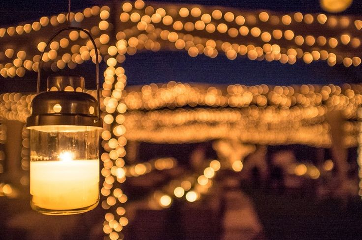 Endless little light bulbs resembling fireflies for a fairytale wedding  in the countryside !!!