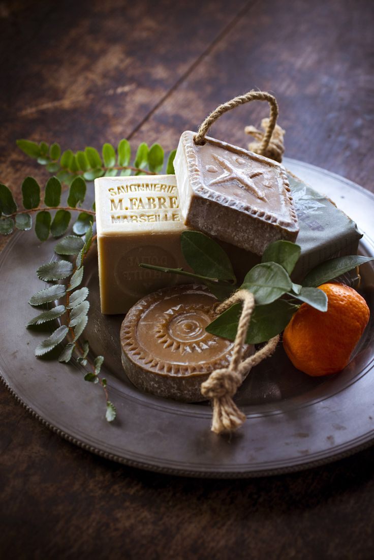 boule #exfoliante, pour bien être du #corps, purifie la peau, #savon doux au bois de #Cade #Alep et #Orange, aromathérapie, les produits bio aux huiles essentielles ! #ambiance #salle de bain #décoration #phytotherapie http://www.marielys-lorthios.com/