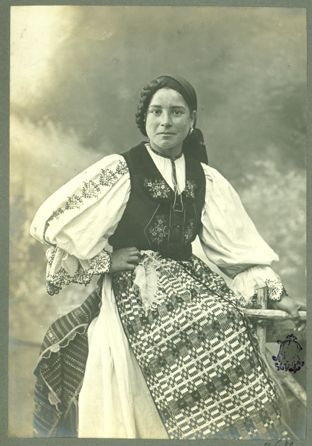 Adler_-_Costum_popular_feminin_din_Orăştie,_jud._Hunedoara_8.jpg (312×446)