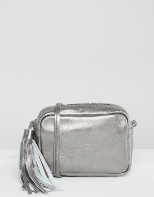Кожаная сумка металлик через плечо с кисточкой ASOS