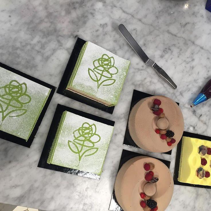 Några av våra goda tårtor Princess Choklad/ Brule och Gula väggen by kmarktteatern