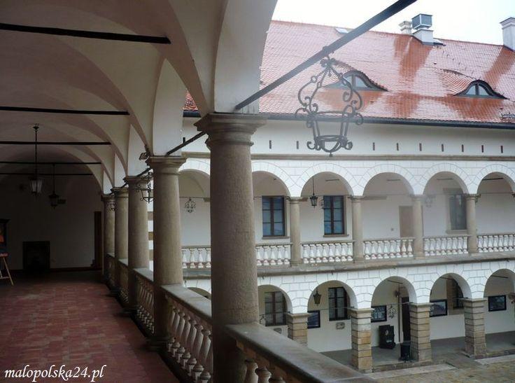 Zamek w Niepołomicach (woj. małopolskie) http://www.malopolska24.pl/index.php/2013/03/puszcza-czakram-i-perly/