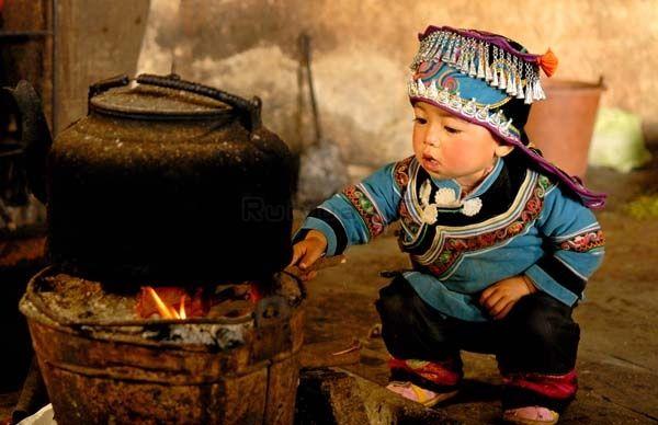 Rui Yuan's Boy By Stove