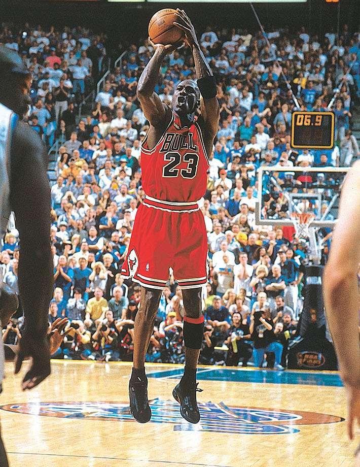 Michael Jordan Pulls Up For His Game Winning Jumper To Beat The Utah Jazz In Game 6 Of The 1998 N Michael Jordan Photos Michael Jordan Last Shot Michael Jordan
