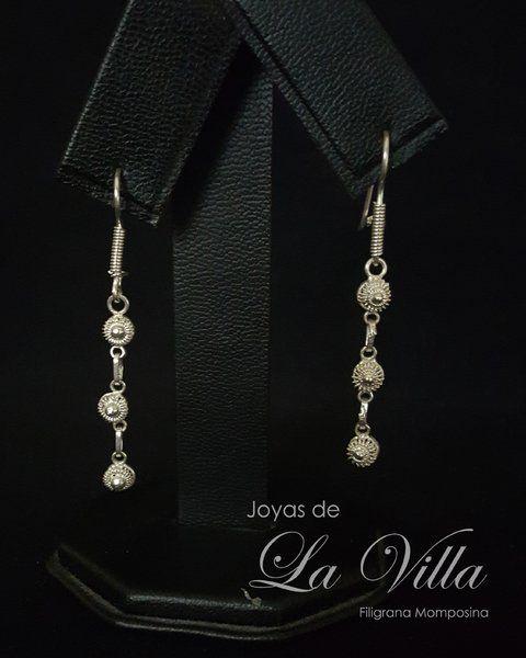 Aretes de tira de rosetones.  Filigrana Momposina Plata Ley 950