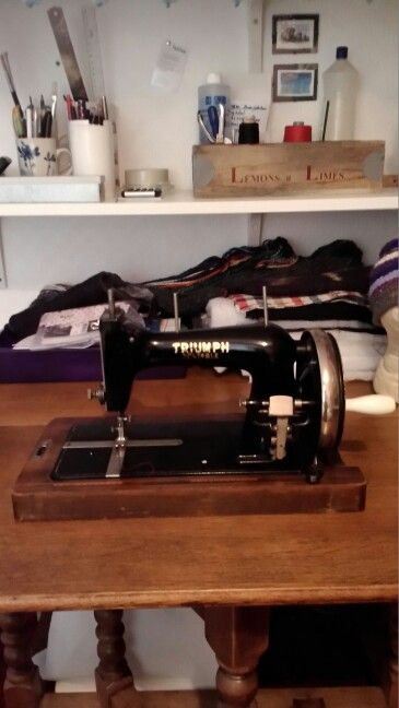 17 best images about s machine foley williams sewing machine co on pinterest miniature. Black Bedroom Furniture Sets. Home Design Ideas
