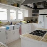 I Rent & Cannot Change the Kitchen Countertops, Can I Place Something Over It? | eHow