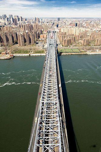 Manhattan Bridge on the East River in Manhattan, NYC, USA