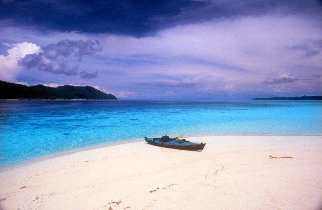 Papua , Raja Ampat yang Mempesona : Pantai Di Raja Ampat