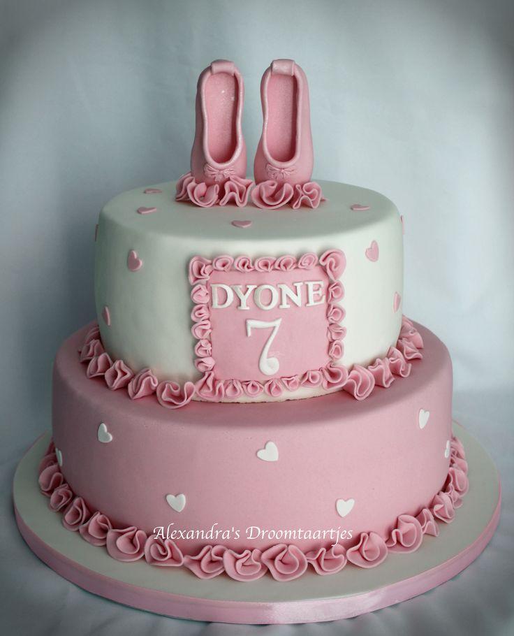 For a girl how likes ballet, I made this #ballet #cake for her 7th birthday. Voor een meisje die van ballet houdt, heb ik deze #ballet #taart gemaakt voor haar 7e verjaardag