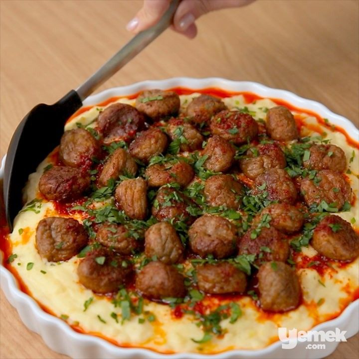 """2,884 Beğenme, 91 Yorum - Instagram'da Yemek.com (@yemekcom): """"""""Akşama hem kolay hem de doyurucu bir yemek yapmak istiyorum"""" diyenler buraya... Patatesin…"""""""