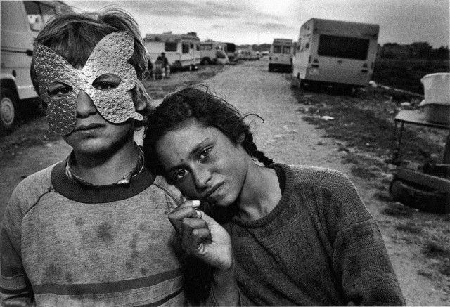 Tribute to Mary Ellen Mark Photography – Gypsy Camp, Barcelona, Spain 1987.