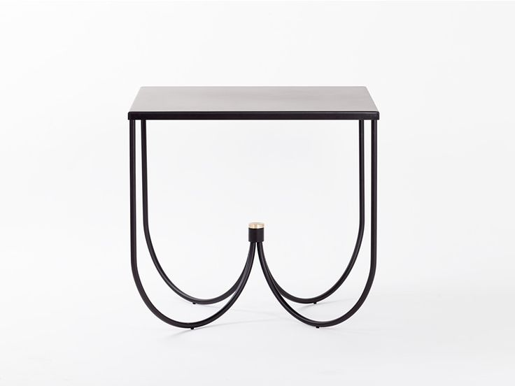 Handcrafted entirely of metal elements, Centro's structure is based around the idea of meeting. Four metal arcs support  a table top and continue to join together towards a single point at the heart of the table. The sinuous character of the legs cre...